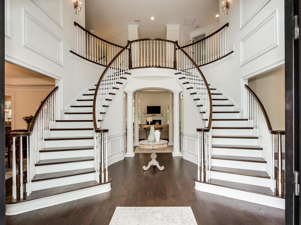 Example of a dramatic double staircase in the neighborhood